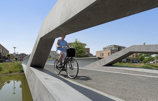 kromme akker fietsbrug voorthuizen